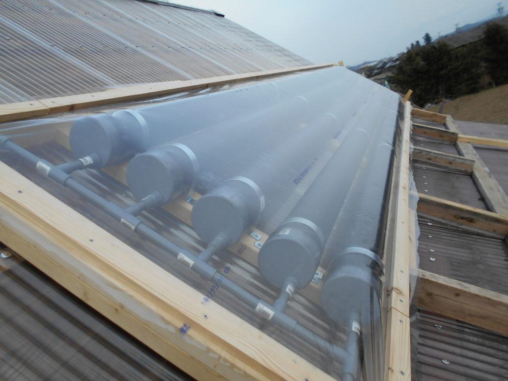 自作の太陽熱温水器。