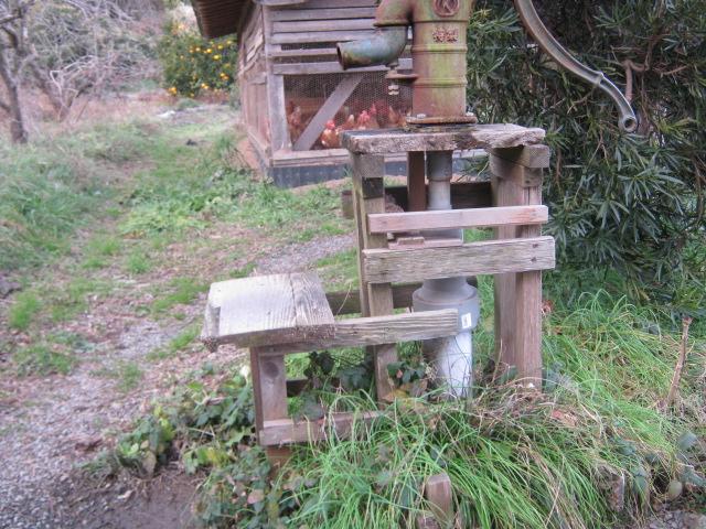 手押しポンプの台を作成。