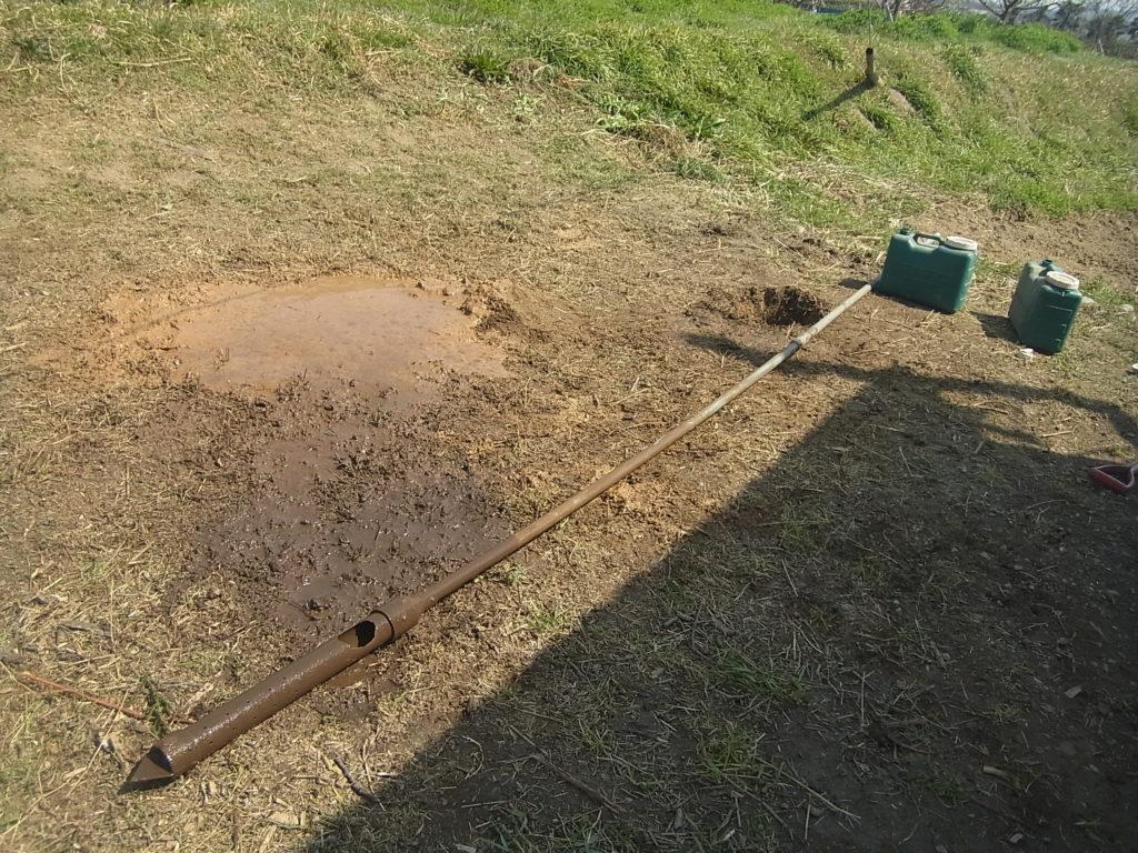塩ビ管で井戸掘り。