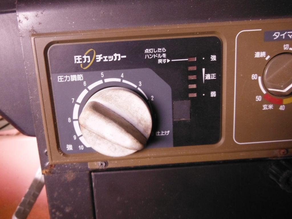 循環式精米機の圧をゼロにセット。