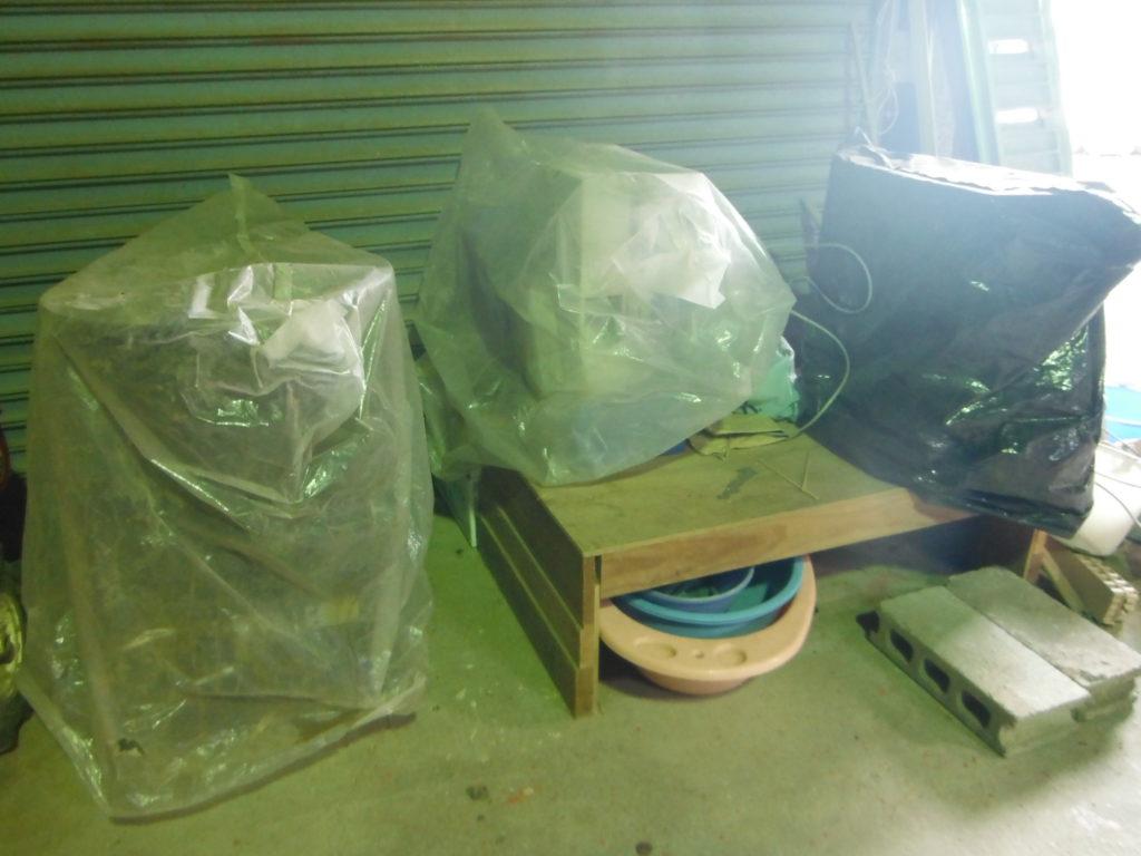 各種、機械に袋をかけて保管。