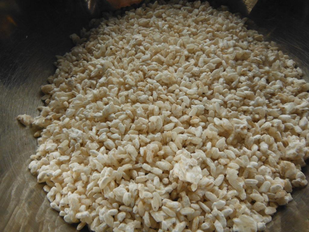 ボールの中に入ったバラバラになった米麹。