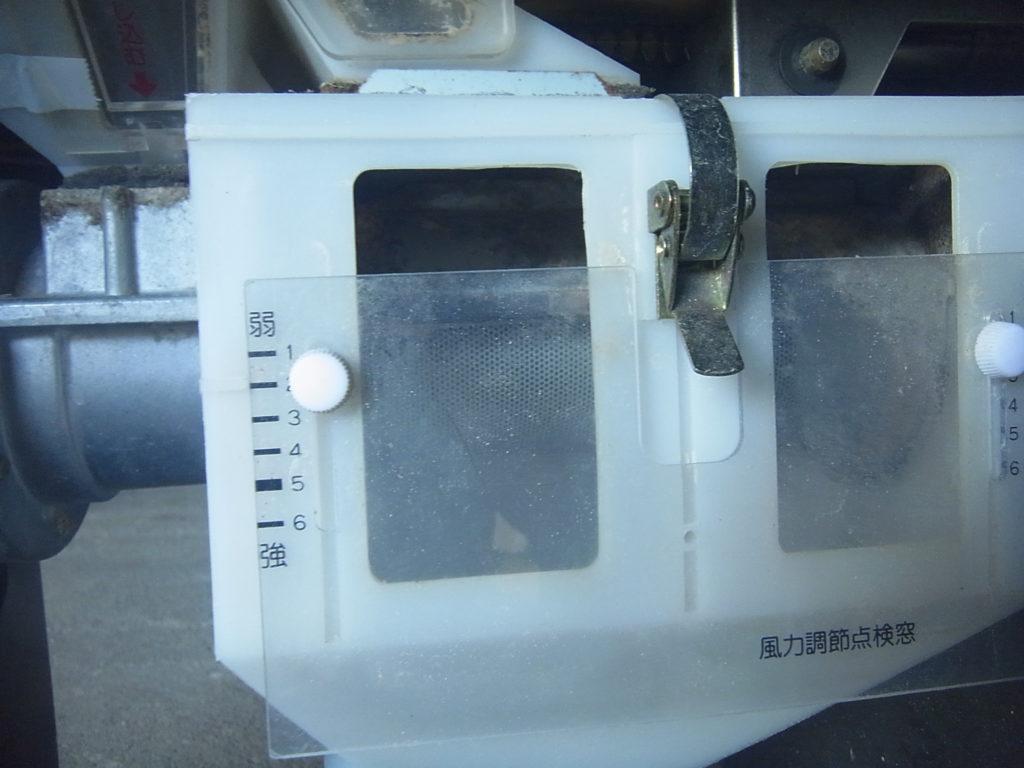 循環式精米機の風量調節窓を2の位置にセット。