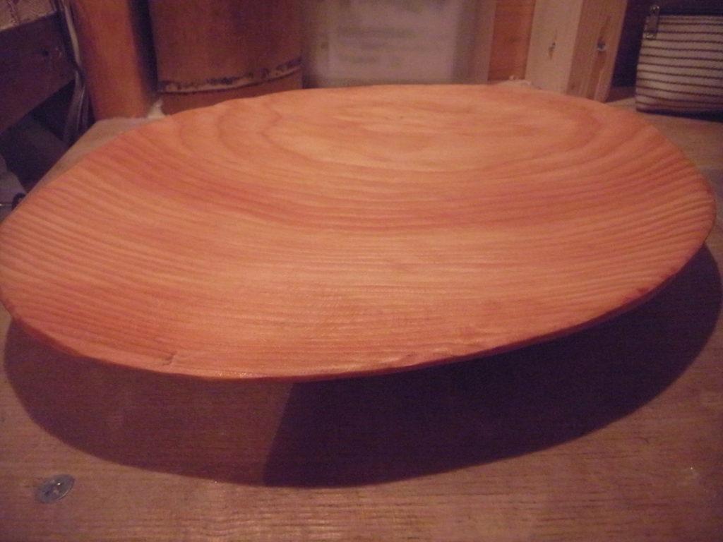 木製皿にサラダ油を塗る。