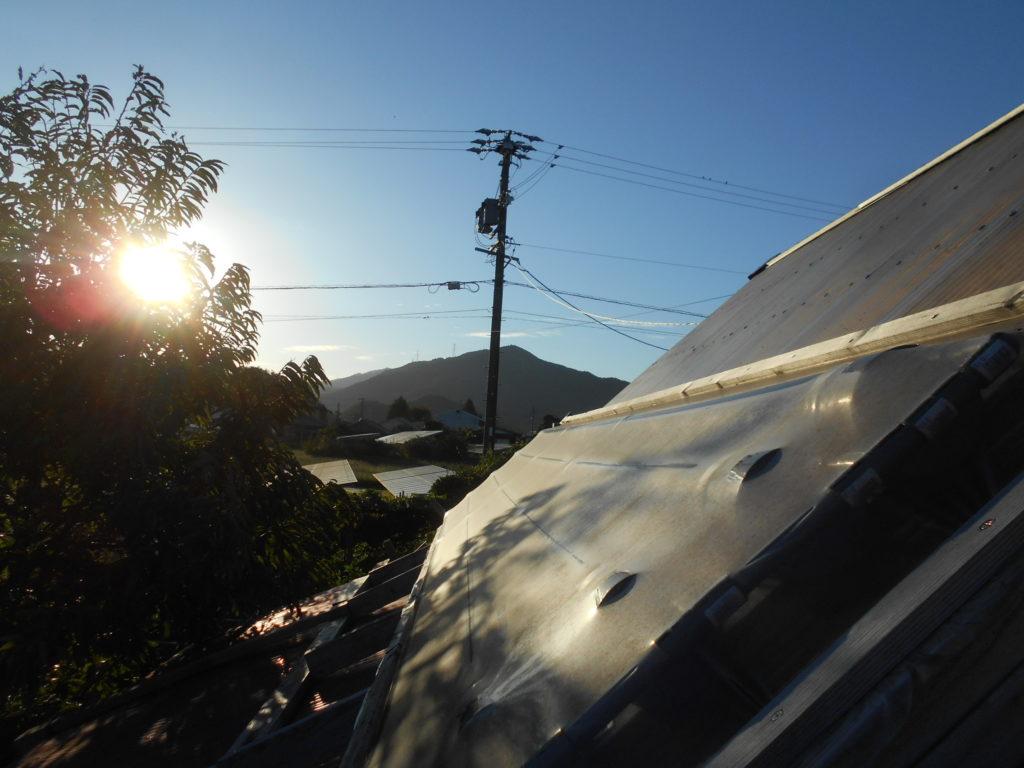 自作の塩ビ管太陽熱温水器。