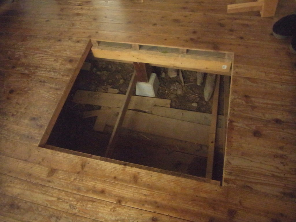 リフォーム前の床下収納。