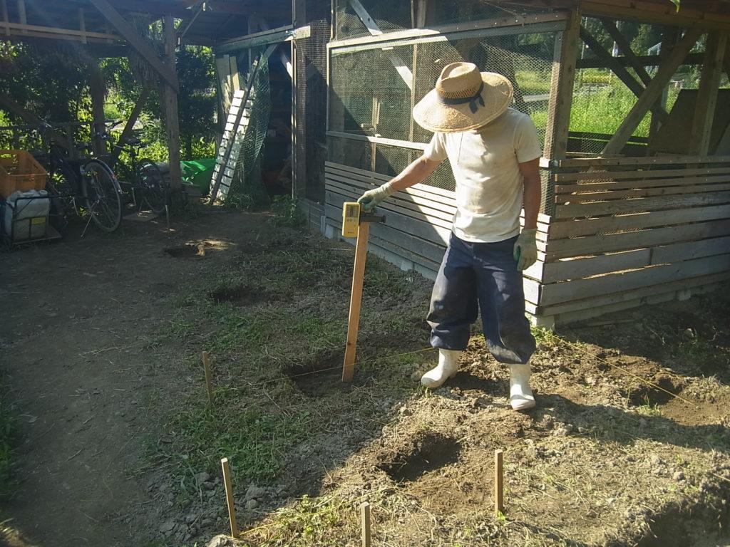 鶏小屋の基礎部分を作る。
