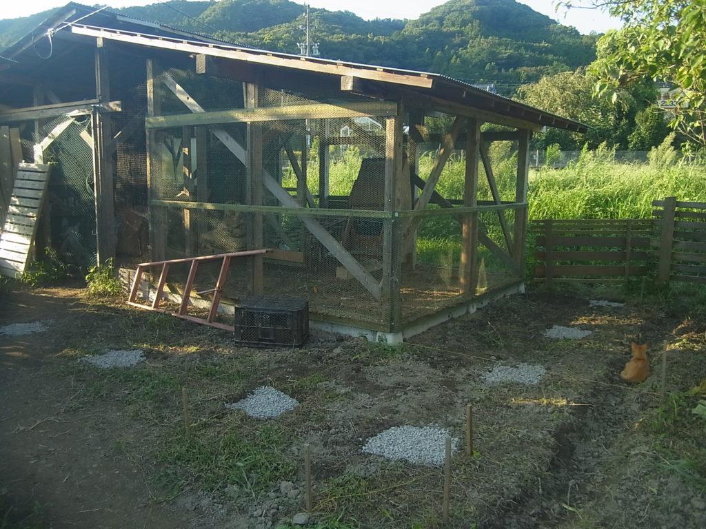 鶏小屋の基礎の完成。