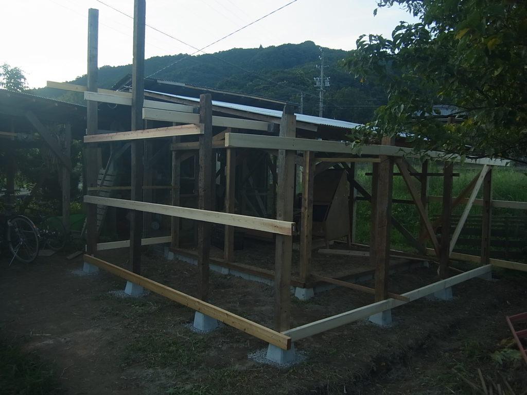 簡単な鶏小屋の増築。