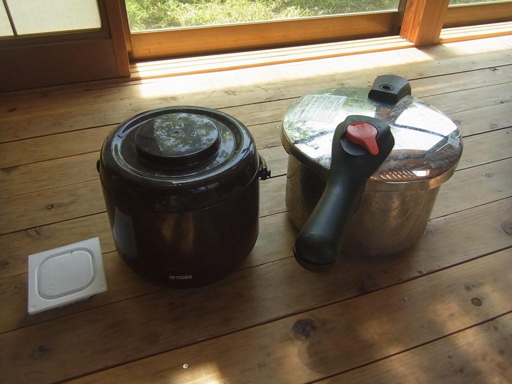 圧力鍋と保温びつと納豆。
