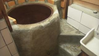 石の階段と五右衛門風呂