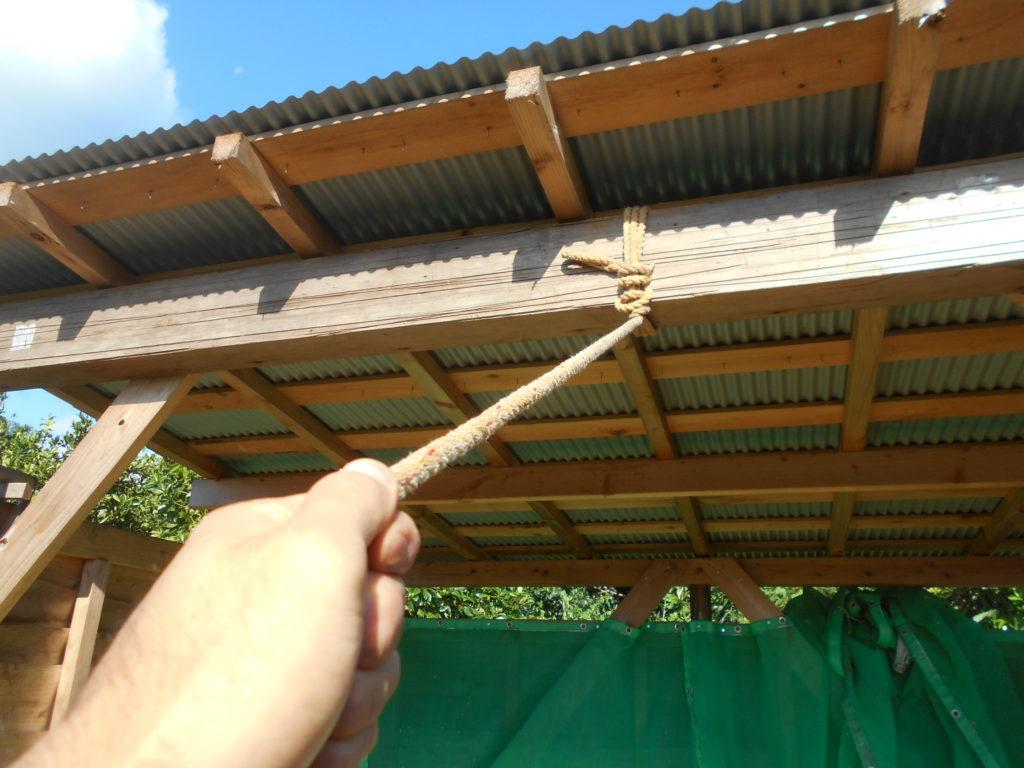 ロープを引っ張る。