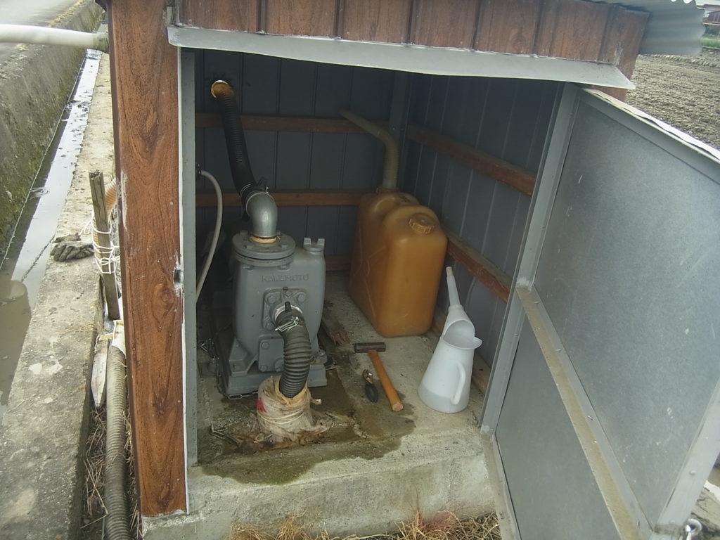 井戸のポンプ。