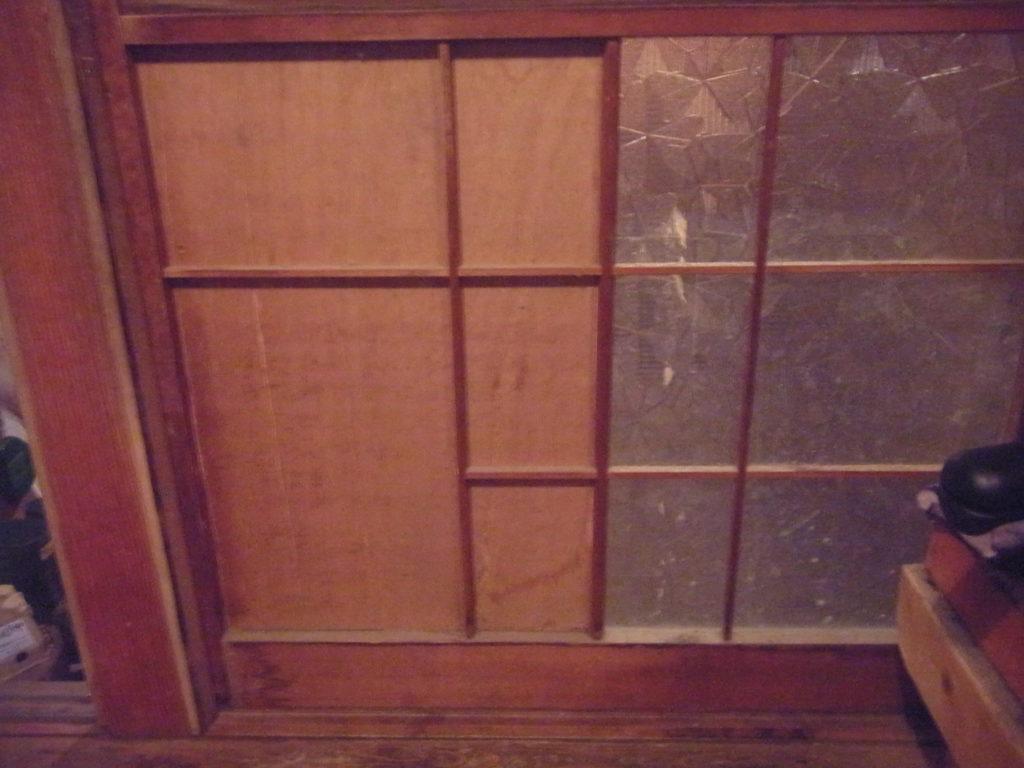 スモールハウスの引き戸。
