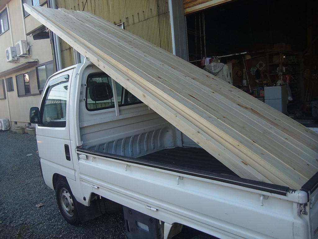 屋根垂木を買ってくる。