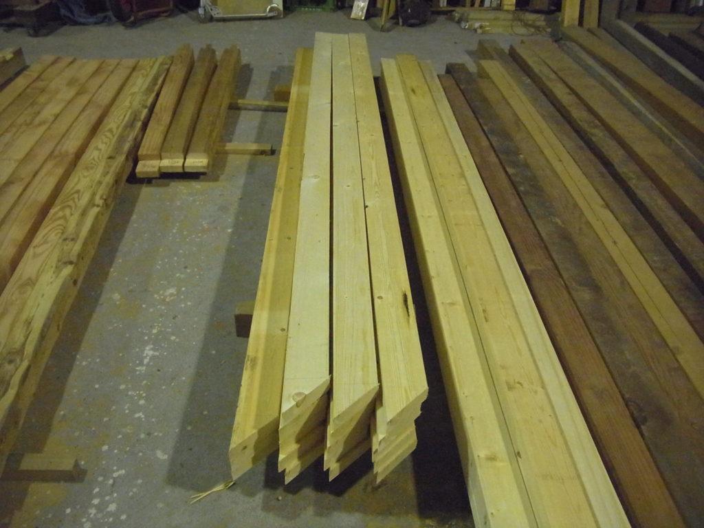 屋根垂木を切る。