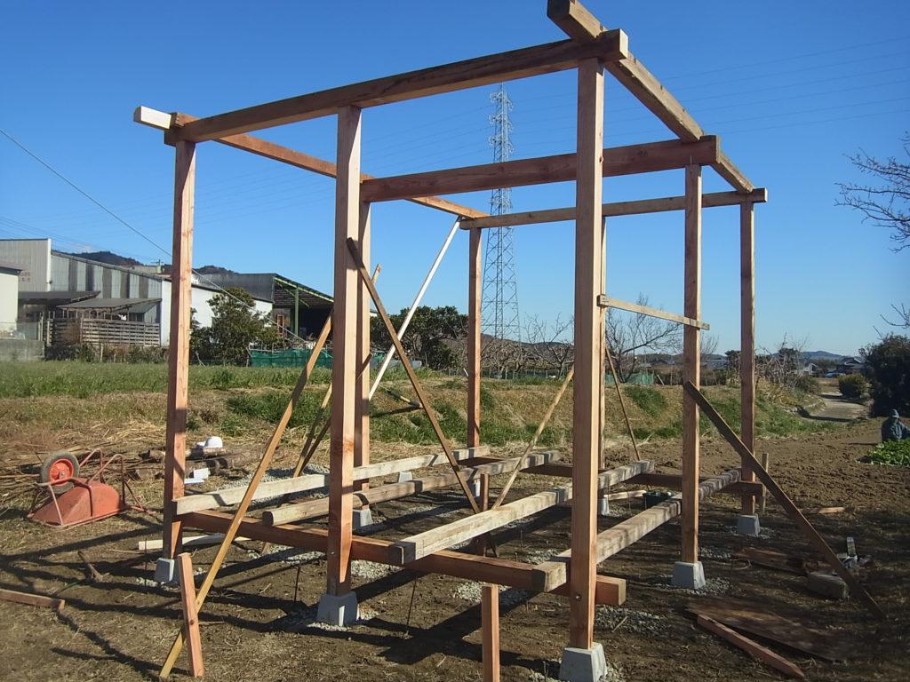 柱、梁、桁を組み合わせていく。