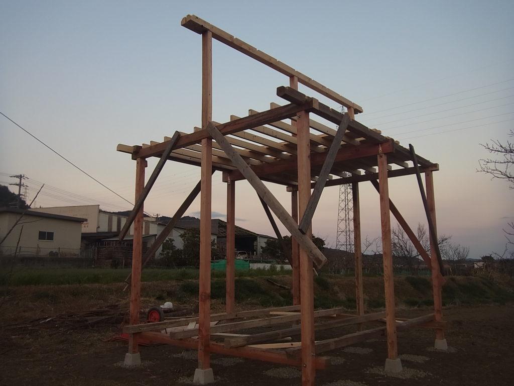 棟上げをする。