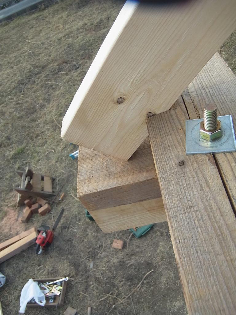 屋根垂木を合わす。