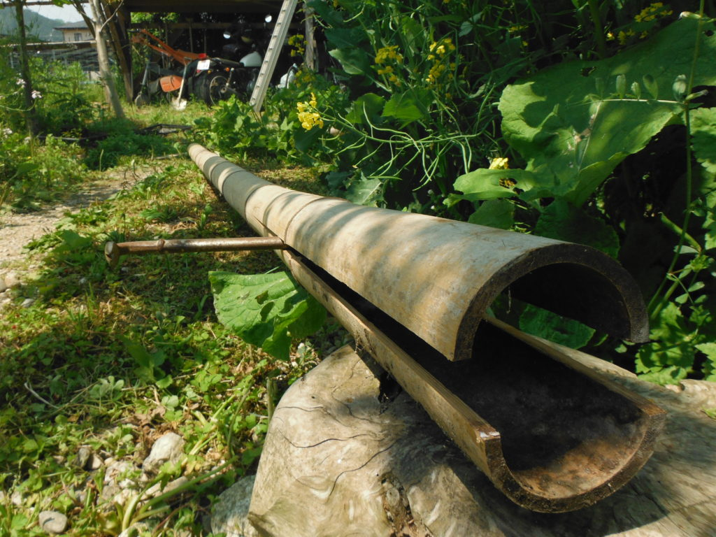 横桟に竹を使う。