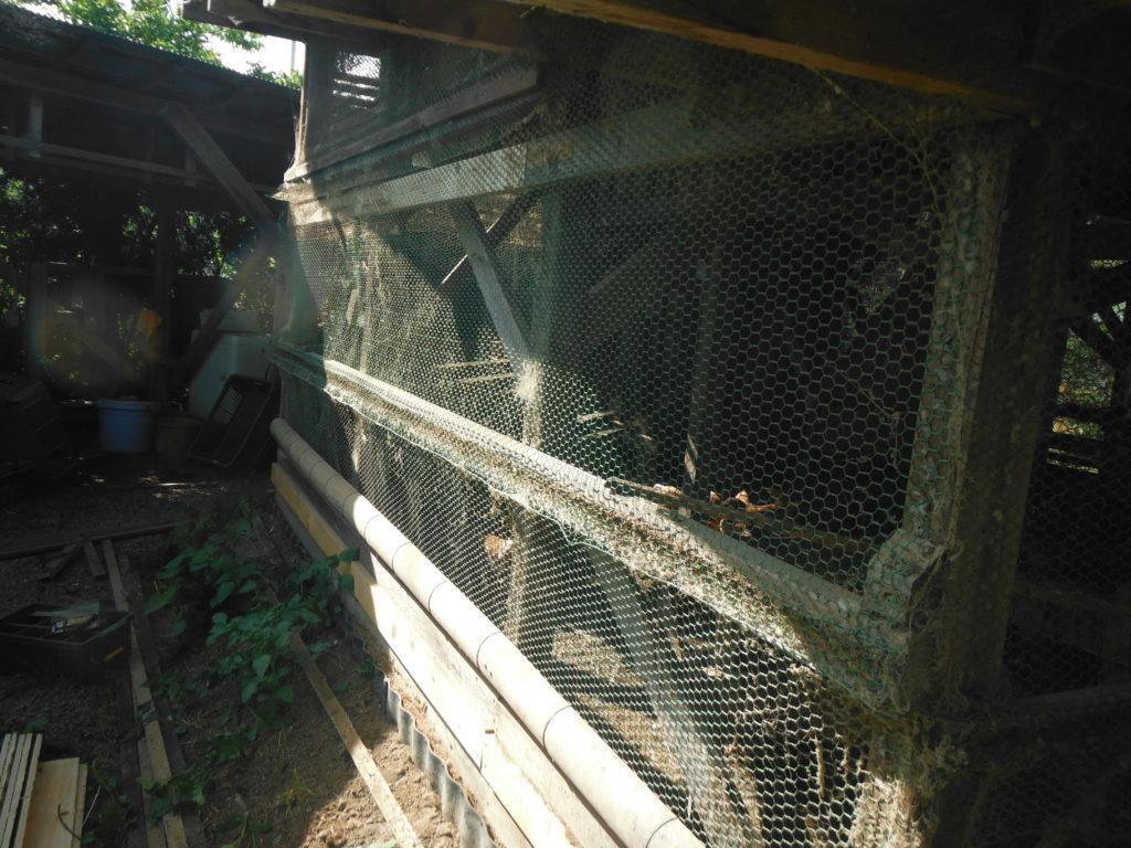 鶏小屋の修繕前。