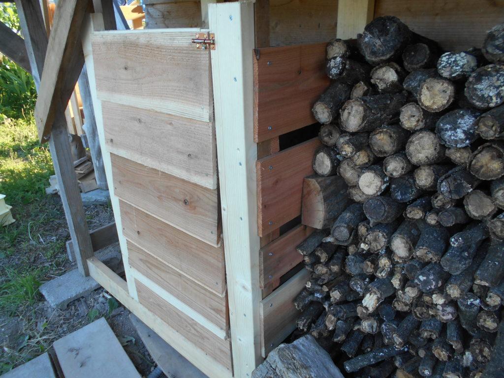 木枠に扉を作る。