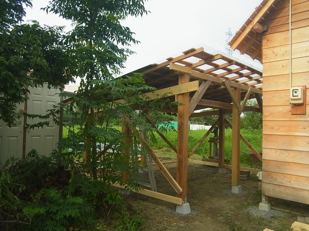 3坪の土間の屋根まで出来上がる。