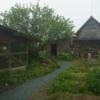 庭に砂利の小道作る。