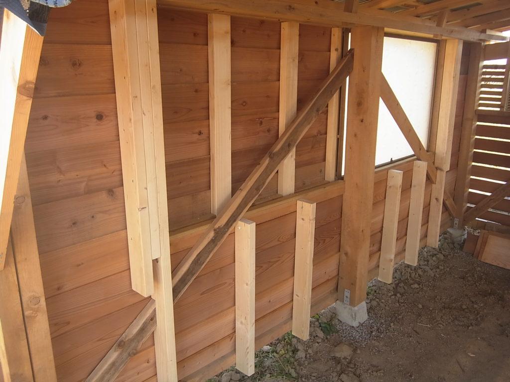 スモールハウスに壁を作る。