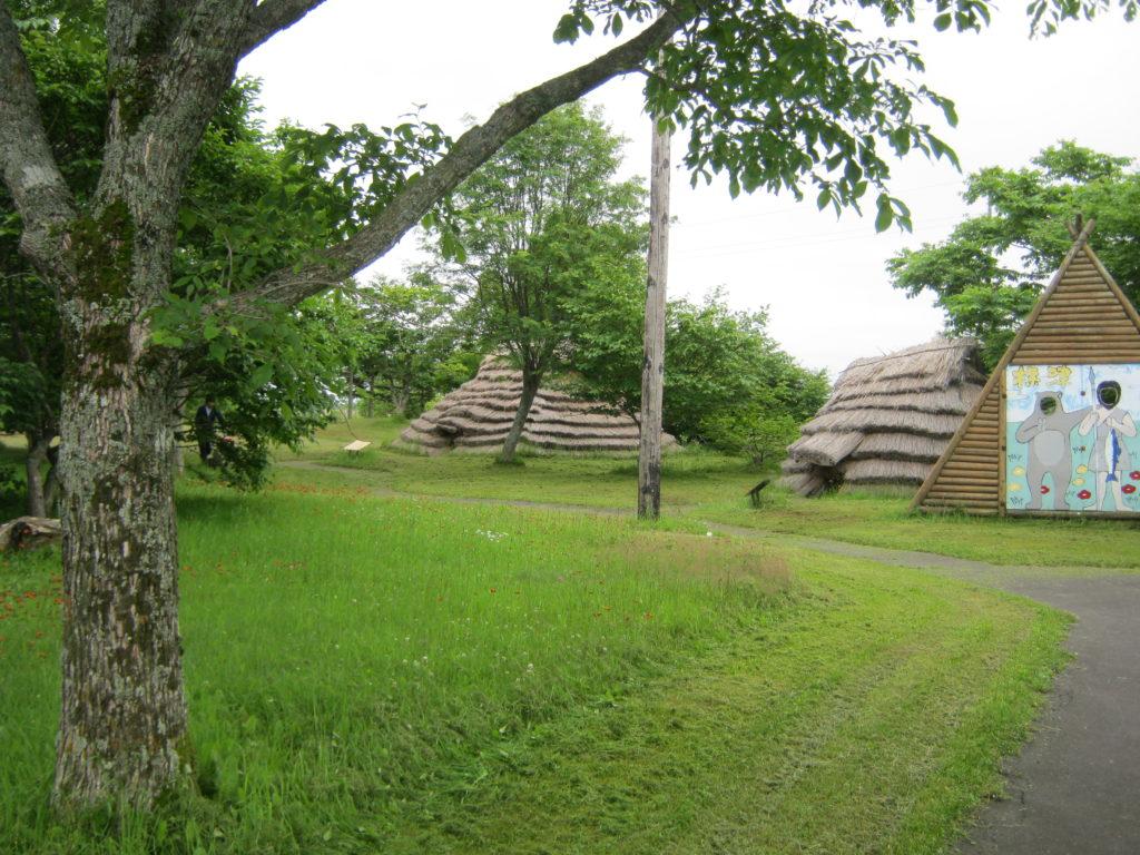 ポー川史跡自然公園の竪穴式住居。