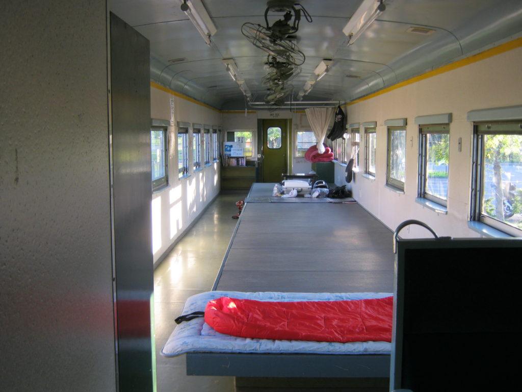 列車の宿泊施設の中。