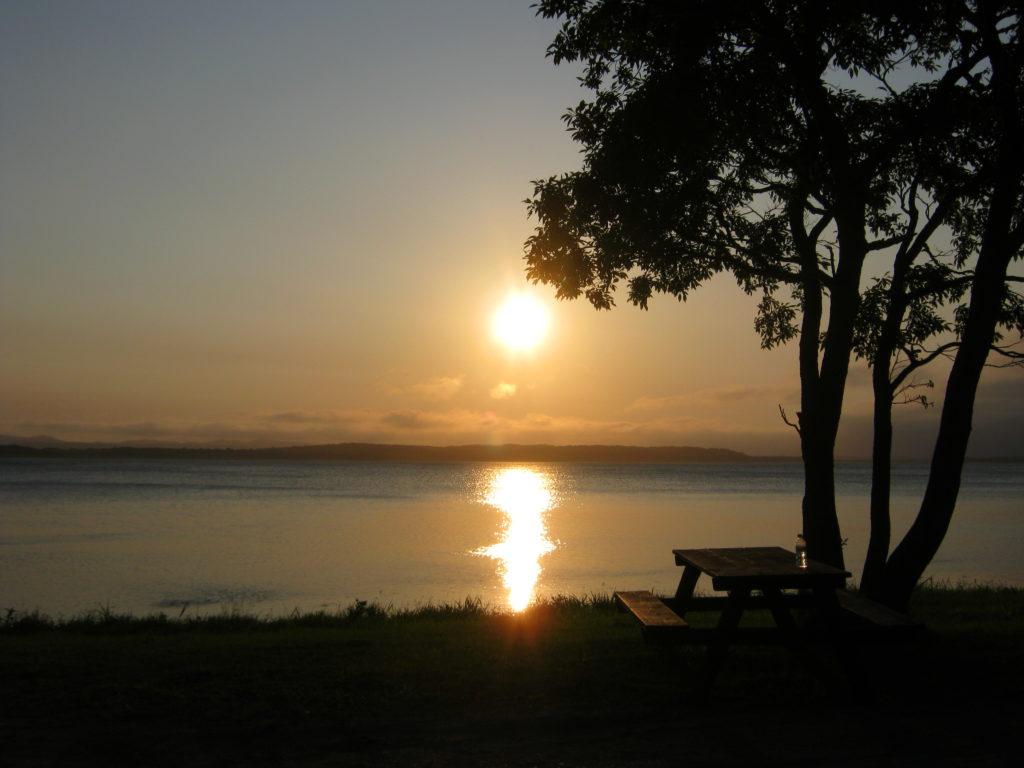 クッチャロ湖に沈む夕日。