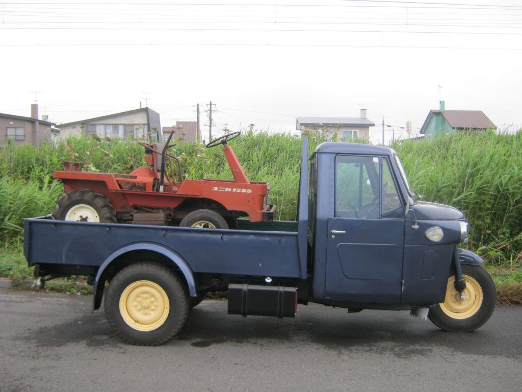 三輪トラックを発見。
