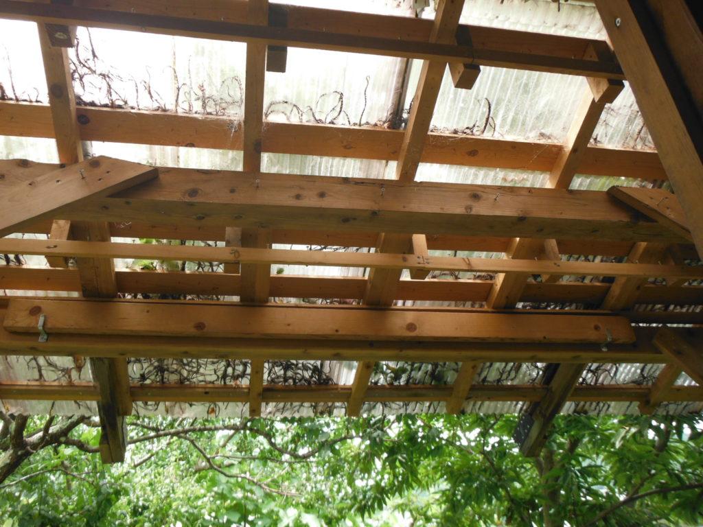 縁側のポリカ屋根。
