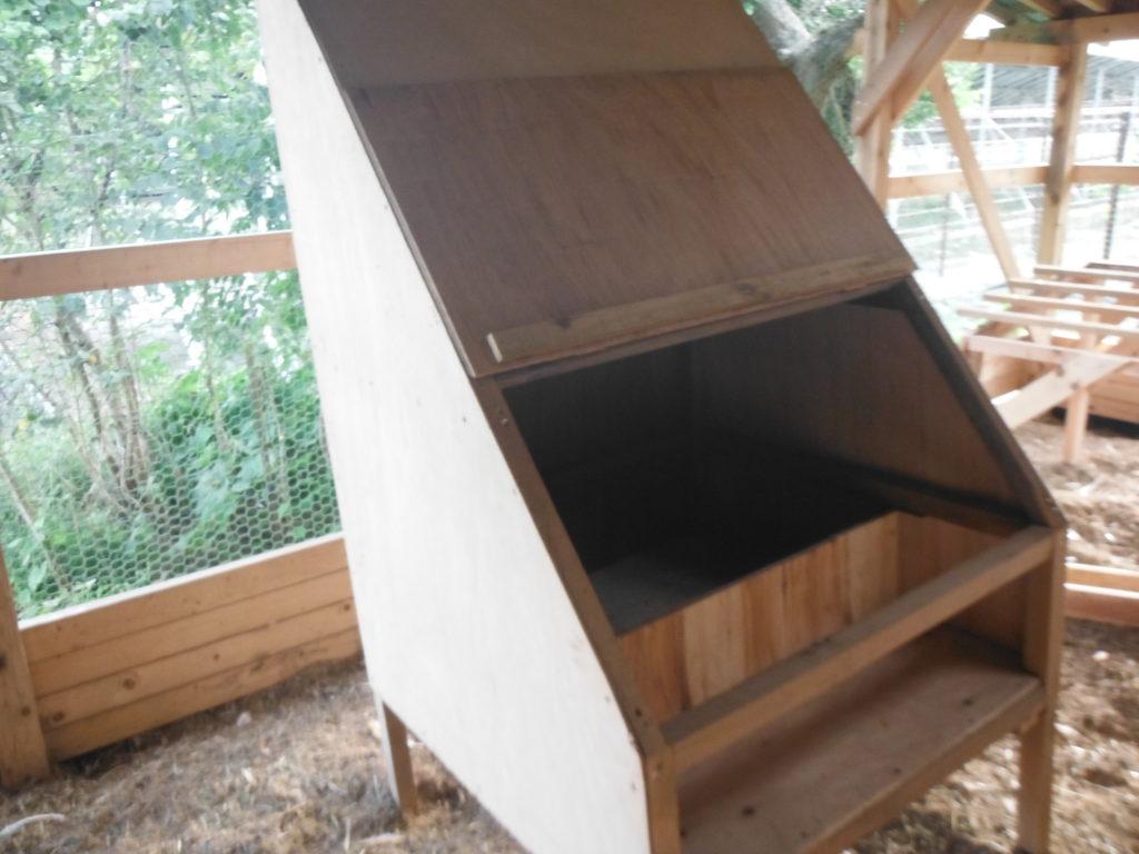 産卵箱の蓋を開ける。