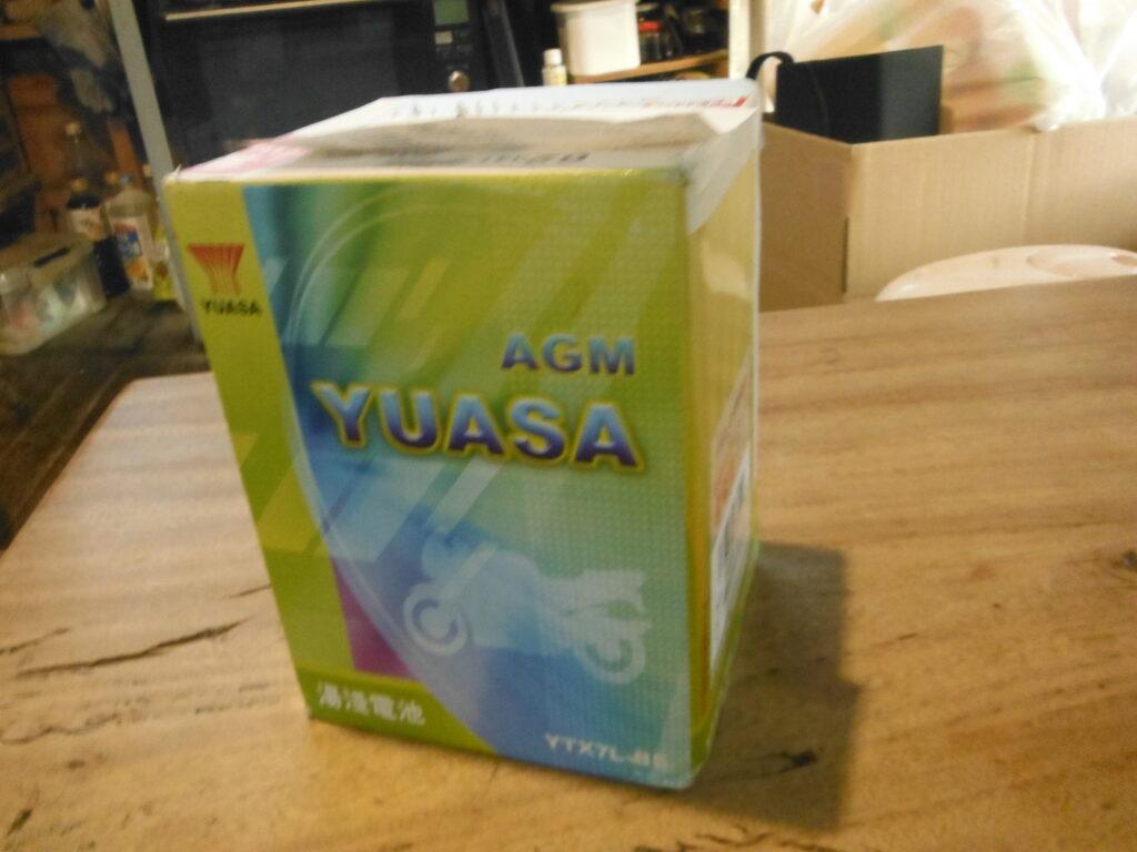 ユアサYTX7L-BSのバッテリー箱。