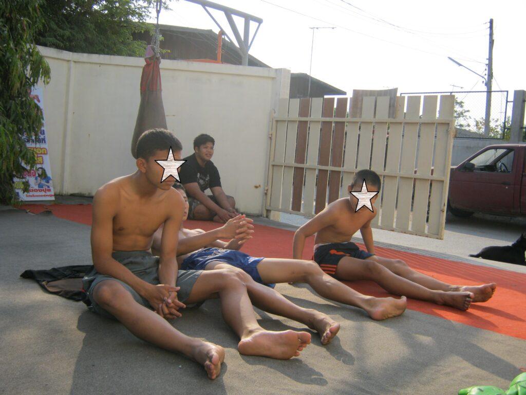ムエタイの練習生たち。