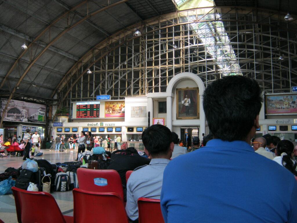 フアラムポーン駅。