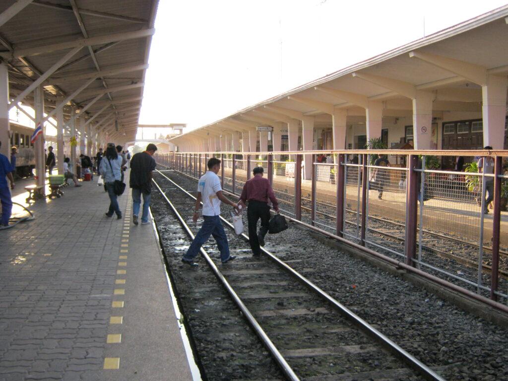 タイの駅での風景。
