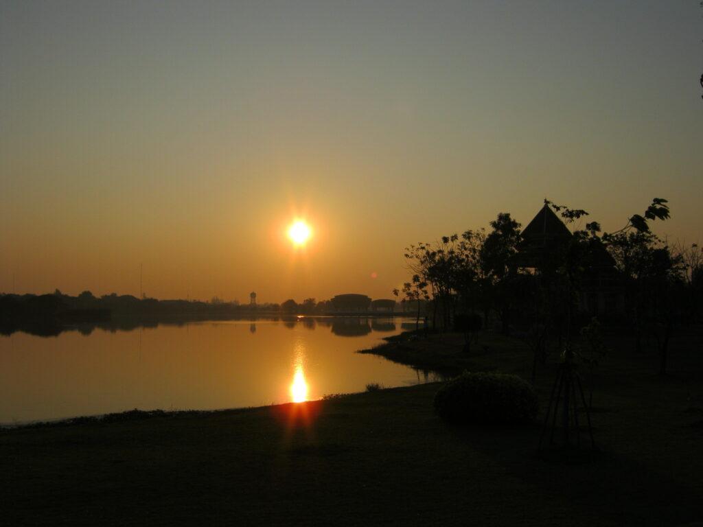 ブンタールア公園の朝日。