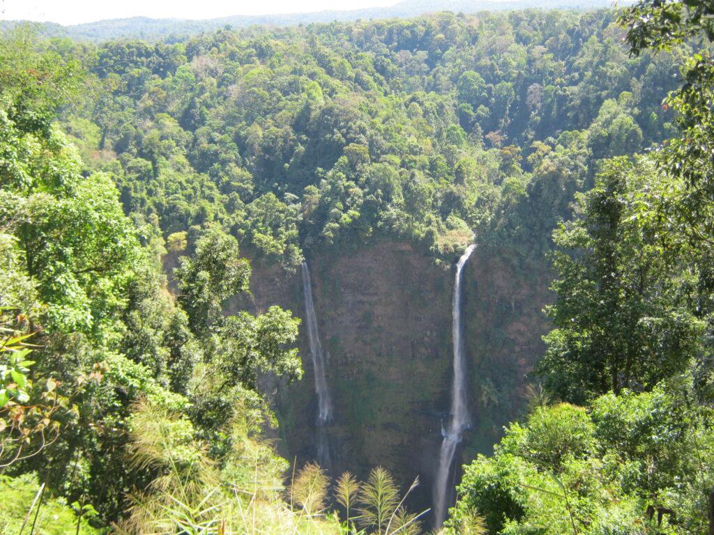 タート・ファーンの滝。