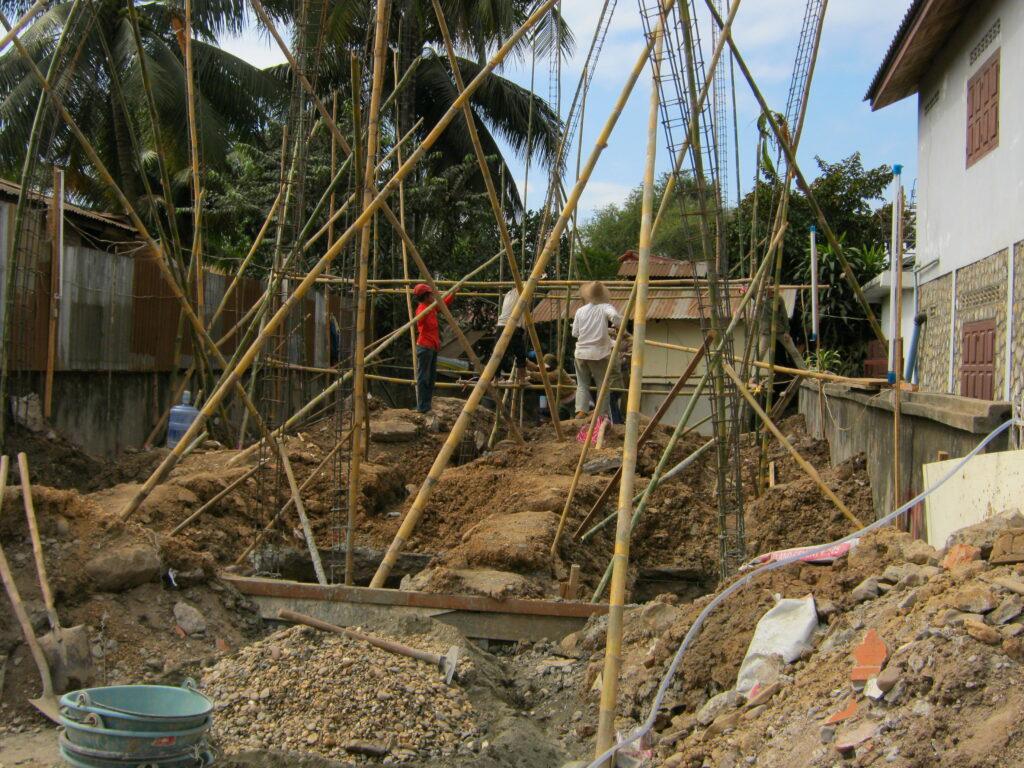 ラオスで建設中の鉄筋コンクリート。