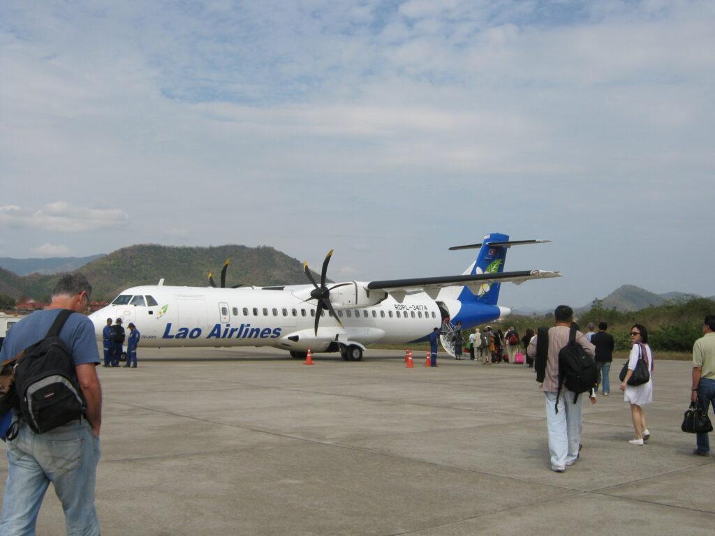 ルアンパバーンで飛行機に乗る。