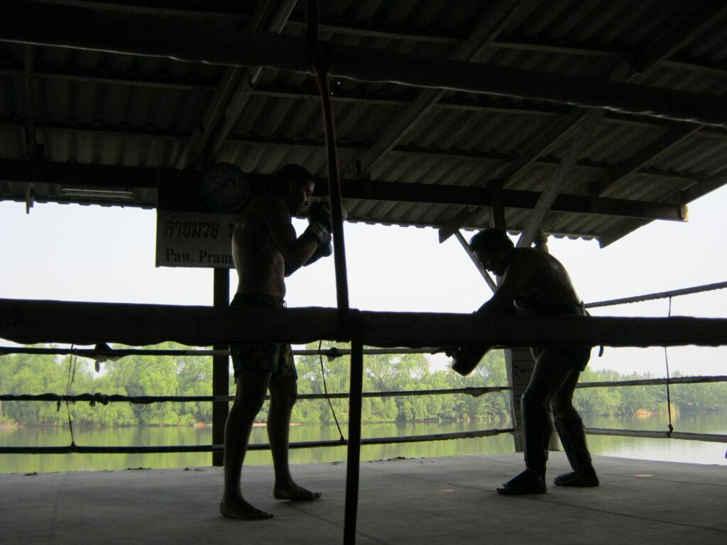 ムエタイの練習生。