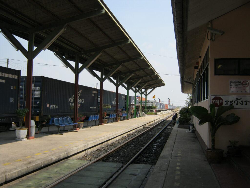 チャチュンサオの駅。