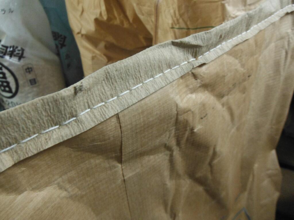 ミシン縫いのシンプルな縫い目。
